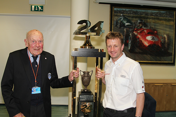 ERIC THOMPSON avec Allan Mc NISH devant le Trophee des 24 H du MANS Photo Gilles VITRY autonewsinfo