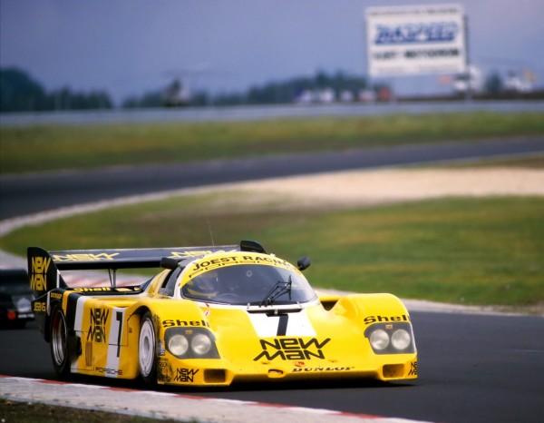 En-1984-et-pour-préparer-le-GP-dEurope-couru-la-même-année-sur-le-nouveau-RingAyrton-SENNA-sur-une-Porsche-Jöest-©-Manfred-GIETpour-autonewsinfo