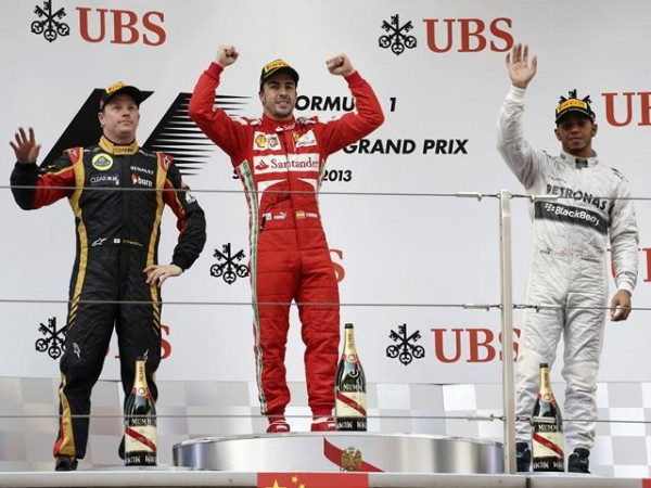 F1 2013 GP CHINE SHANGHAI Podium ALONSO RAIKKONEN HAMILTON photo PIRELLI