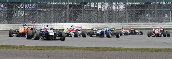 F3-FIA-SILVERSTONE-Depart-1ére-course-13-avril-Photo-Gilles-VITRY-autonewsinfo