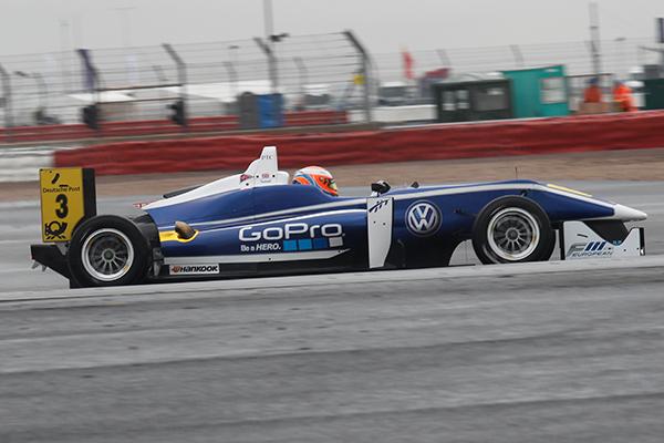 F3-FIA-SILVERSTONE-Harry-Tincknell-1er-course-1-Photo-Gilles-VITRY autonewsinfo