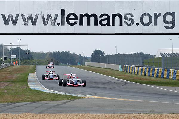 F4-2013-LE-MANS-Peloton-Photo-Gilles-VITRY-autonewsinfo
