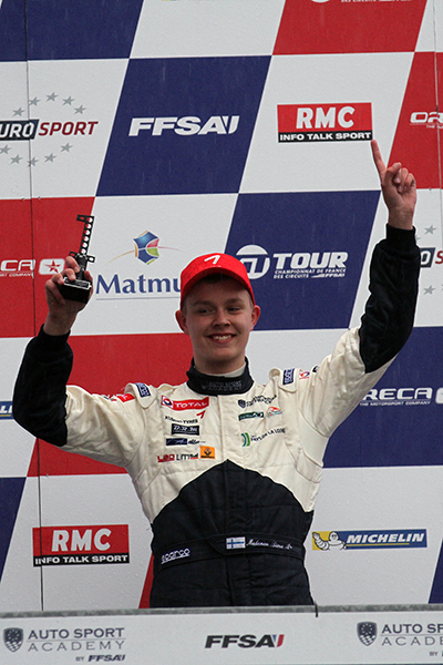 F4 2013 LE MANS  Simo MUHONEN sur le podium Photo Gilles VITRY autonewsinfo