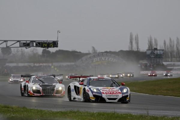 GT-FIA-2013-NOGARO-McLaren-SebastienLoebRacing-depart-course2-lundi-Paques-1er-avril
