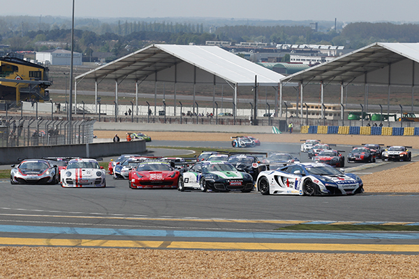 GT-TOUR-2013-LE-MANS-COURSE-2-le-depart-dans-la-DUNLOP-Photo-Gilles-VITRY-autonewsinfo