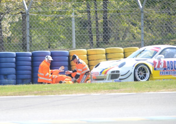 GT TOUR 2013 LE MANS Course 2 Accident Commissaire touche par la PORSCHE 72 Photo Claude MOLINIER