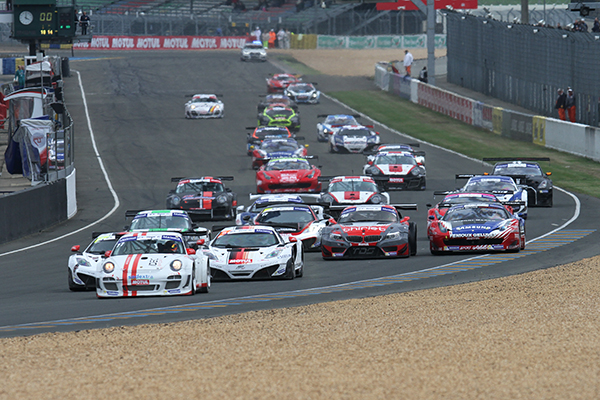 GT-TOUR-FFSA-2013-LE-MANS-Depart-Course-1-samedi-27-AVRIL-Photo-Gilles-VITRY-autonewsinfo