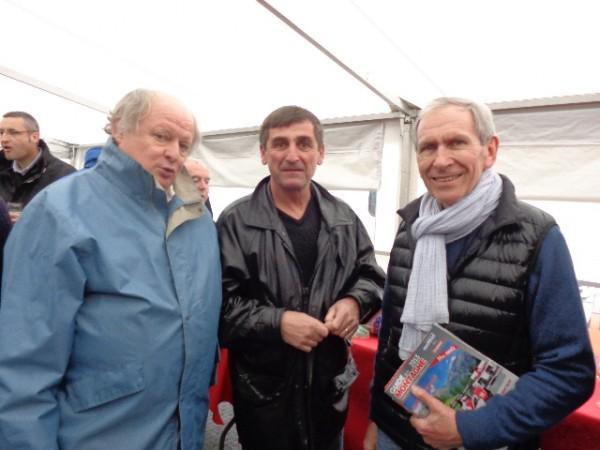 MONTAGNE-2012-BAGNOLS-SABRAN-Mr-le-Maire-de-SABRAN-Jean-Marc-JORDA-avec-Jean-PaulCALMUS-de-TOP-MONTAGNE-et-Gilles-GAIGNAULT-Fondateur-du-site-autonewsinfo.com-photo-TOP-MONTAGNE
