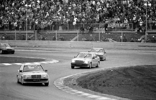 NURBURGRING-Premier-vainqueur-sur-le-nouveau-Nürburgring-inauguré-en-1984Ayrton-SENNA-sur-une-Mercedes-190-©-Manfred-GIET-Pour-autonewsinfo