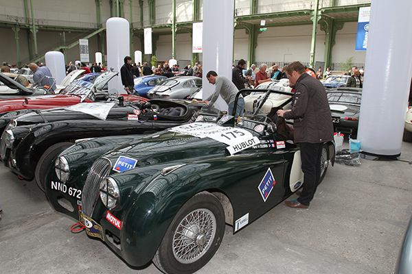 TOUR-AUTO-2013-AU-GRAND-PALAIS-Les-belles-JAGUAR-Photo-Gilles-VITRY-autonewsinfo