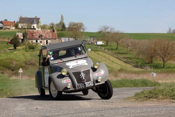 TOUR-AUTO-2013-Un sacré N°1 -CITROEN-2CV-1955-Hugo-BALDY-Louis-Thomas-FEDERSPIEL-HAASE-FOTO-CLASSIC-pour-autonewsinfo