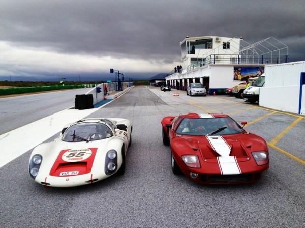 TOUR-AUTO-2013-La-FORD-GT-40-et-la-PORSCGE-910-Du-Team-VANDROMME-en-essais-sur-le-circuit-de-GUADIX-prés-de-MARBELLA-photo-autonewsinfo