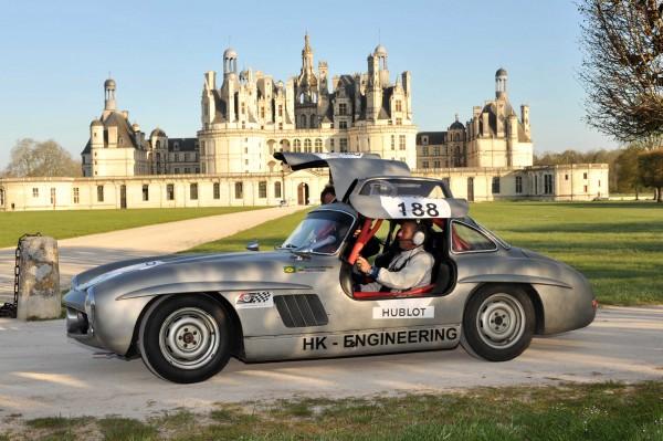 TOUR-AUTO-2013-MERCEDES-300-1955-de-Hans-KLEISSL-devant-le-Chateau-de-CHAMBORD-HAASE-FOTO-CLASSIC-pour-autonewsinfo