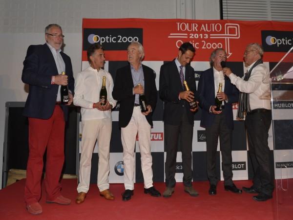 TOUR-AUTO-2013-Photo-de-Max-MALKA-pour-autonewsinsinfo-Quelques pilotes stars sur le podium. Jurgen Barth-Gérard Larrousse-Eric Comas-Jacques Laffite- et le journaliste vedette Gerard Holtz