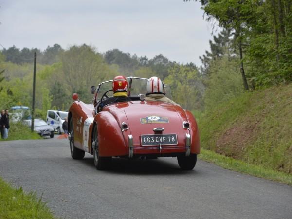 TOUR-AUTO-2013-Photo-de-Max-MALKA-pour-autonewsinsinfo-JAGUAR-XK-120-Roadster-1953-Pascal-PAPAZYAN-Francois-VIEVILLE.