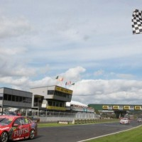 V8-2013-PUKEKOHE-Victoire-de-SCOTT-MCLAUGHLIN-avec-la-HOLDEN-du-GARRY-RODGERS
