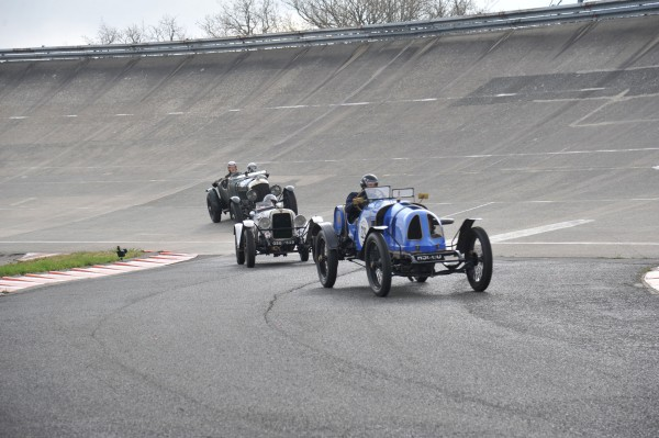 VINTAGE REVIVAL MONTLHERY 2013 concurrents sortent anneau photo Jean Pierre PASCHE