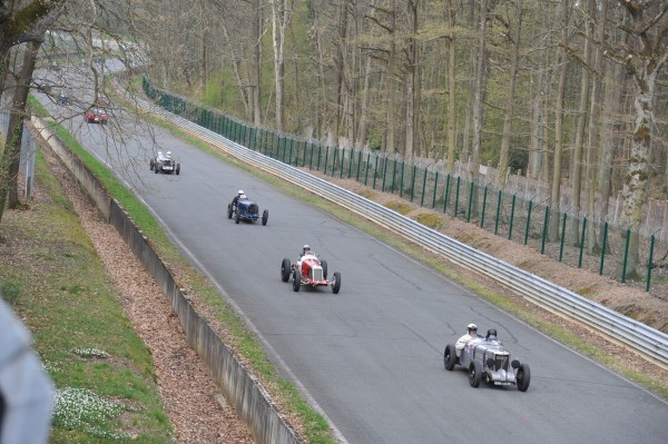 VINTAGE REVIVAL MONTLHERY 2013 en course photo Jean Pierre PASCHE