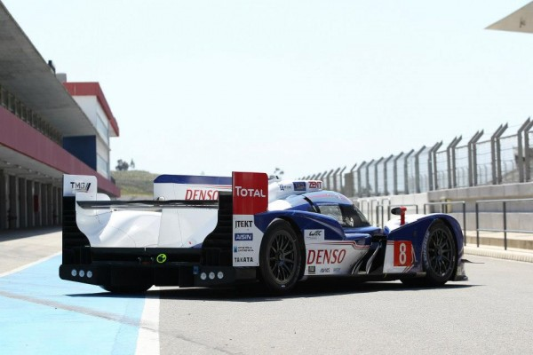 WEC-2013-Avant-SPA-La-TOYOTA-TS030-version-2013-en-test-au-Portugal-a-PORTIMAO