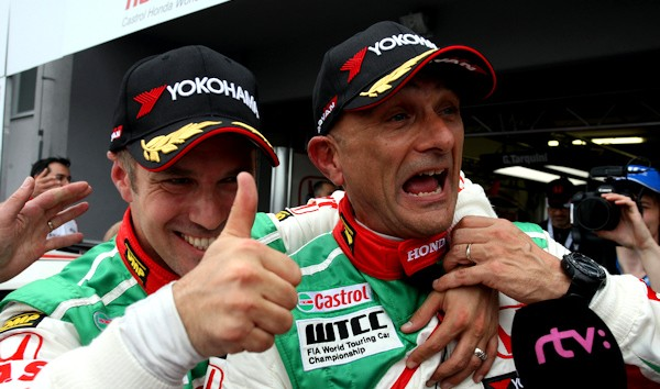 WTCC-2013-SLOVAKIA-RING-HONDA-Gabriele-TARQUINI-et-Tiago-MONTEIRO-1ere-course-1-et-2-dimanche-28-avri