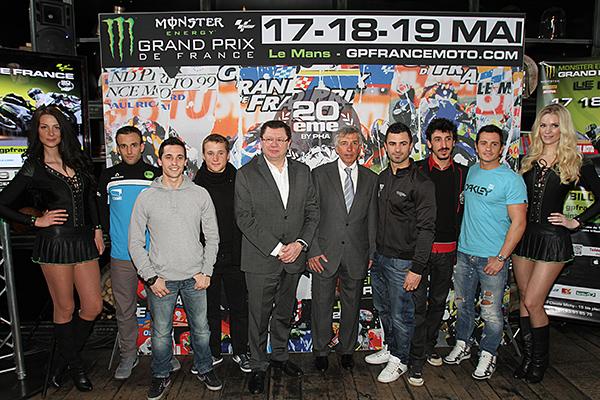 Jacques Bolle, président de la FFM, Claude Michy promoteur du GP de France et les pilotes français.