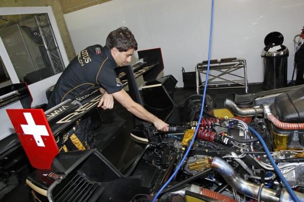 24-HEURES-DU-MANS - Nicolas PROST et ses équipiers aurtont plus d'essence pour leur moteur de la LOLA-TOYOTA- REBELLION -Photo-Bernard-BAKALIAN-autonewsinfo