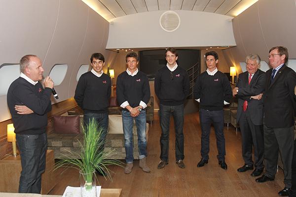ALPINE-J-24-Philippe-SINAULT-LES-PILOTES-ET-BERNARD-OLIVIER-President-ALPINE-avec-JJ-Photo-Gilles-VITRY