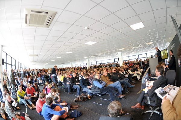 BONHAMS-SPA-CLASSIC-2013-Vente-aux-enchères-Bonhams-devant-une-imposante-assemblée-©-Manfred-GIET-pour-autonewsinfo