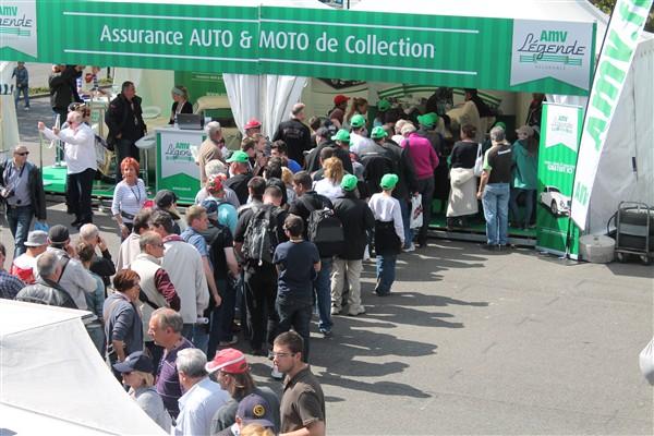 CLASSIC-DAYS-2013-Affluence-permanente-devant-stand-dedicace-pour-Jacques-LAFFITE-Photo-Emmanuel-LEROUX-pour-autonewsinfo
