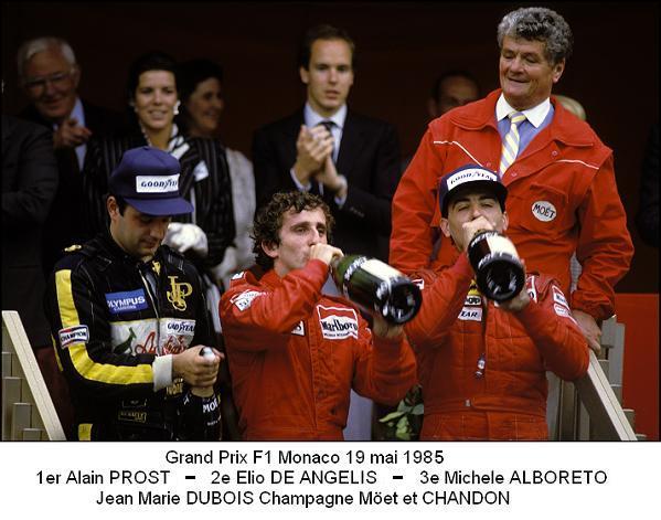 GRAND PRIX de MONACO Victoire pour Alain PROST sur le podium avec Jean Marie DUBOIS de MOET