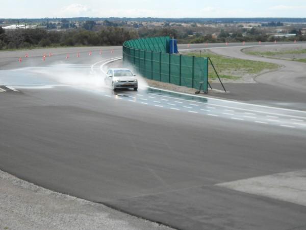 GOOD YEAR Essai de freinage sur piste mouillée sur le circuit de MIREVAL photo autonewsinfo