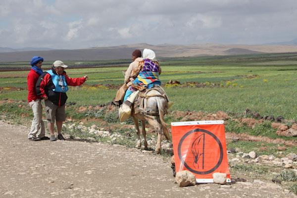 MAROC-HISTORIQUE-2013-L'ouvreur-de-la-3éme-speciale-s'élance-dans-etape vers Bin-el-Ouidane-Photo-Francois-HAASE pour autonewsinfo