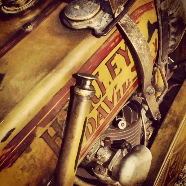 VINTAGE-REVIVAL-MONTLHERY-2013-Moto-Ambiance-2-Photo-IRON-BIKERS