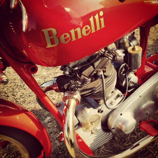 VINTAGE-REVIVAL-MONTLHERY-2013-Moto-Une-Benelli-parfaitement-restaurée-photo-IRON-BIKERS