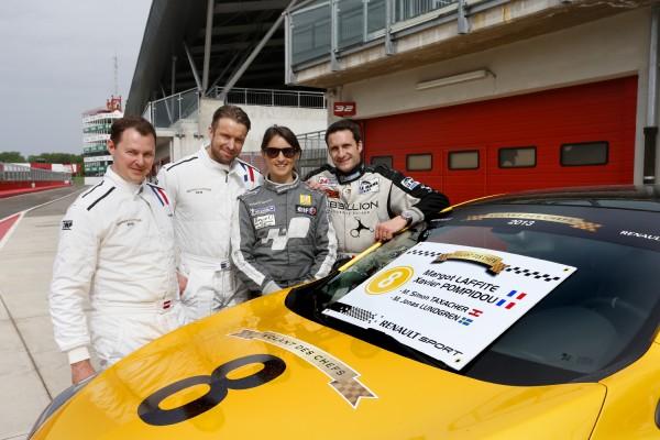 VOLANT DES CHEFS 2013 Un des équipages devant sa MEGANE RS sur la piste du circuit IMOLA Photo RST