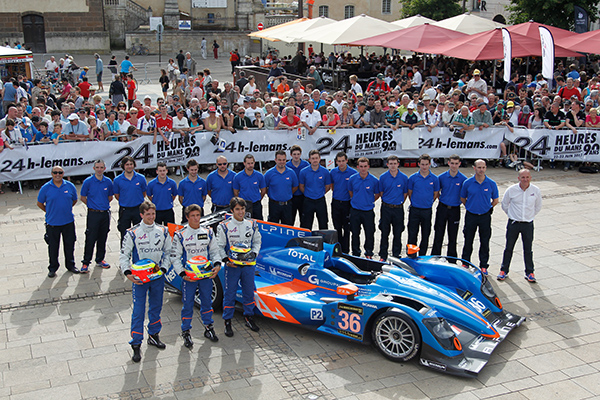 24 HEURES DU MANS 2013- Pesage le Team SIGNATECH ALPINE  6 Photo Gilles VITRY - autonewsinfo