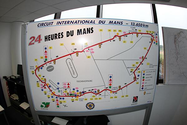 24 H DU MANS 2013 Direction de course - Tableau des postes de commissaires autour du circuit des 24 Heures -Photo Gilles VITRY - autonewsinfo