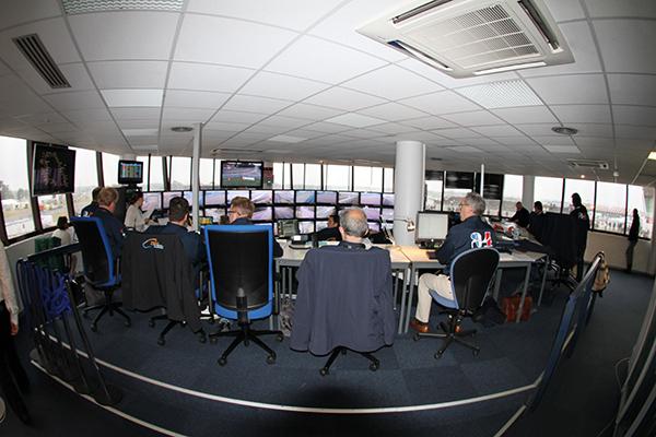 24-H-DU-MANS-2013-La-salle-de-la-Direction-de-course-photo-Gilles-VITRY-autonewsinfo.
