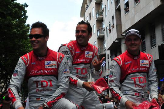 24-HEURES-DU-MANS-2012-Les-vainqueurs-de-2011-a-la-PARARADE-TREMLUYER-FASSMLER-LOTTER-photo-Thierry-coulibaly.