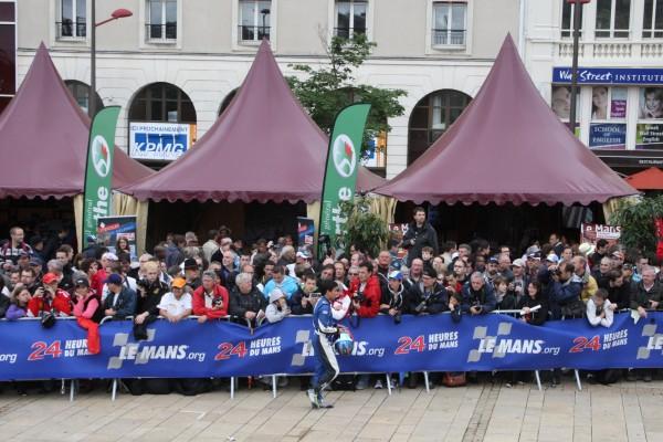 24 HEURES DU MANS 2012 Pesage LA FOULE des fans.
