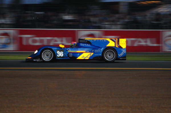 24-HEURES-DU-MANS-2013-ALPINE-A450-du-Team-SIGNATECH-photo-Patrick-MARTINOLI