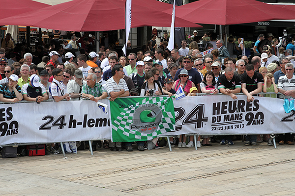 24-HEURES-DU-MANS-2013-Au-PESAGE-clin-d-oeil-au-Team-PESCAROLO-photo-Gilles-VITRY-autonewsinfo