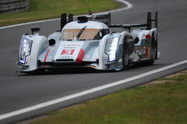 24-HEURES-DU-MANS-2013-Des-pepins-pour-l'Audi-N°-3-photo-Patrick-MARTINOLI-autonewsinfo