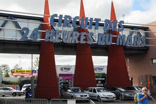 24-HEURES-DU-MANS-2013-Entrée-du-circuit-des-24-Heures-Photo-Patrick-Martinoli.