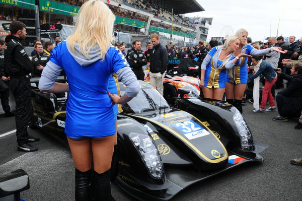 24-HEURES-DU-MANS-2013-GRID-GIRL-LOTUS-TEAM-PRAGA-KODEWA-Photo-Patrick-MARTINOLI