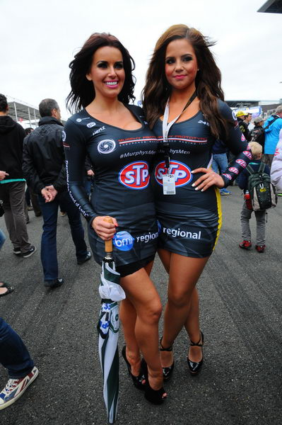 24-HEURES-DU-MANS-2013-GRID-GIRLS-DE-CHEZ-MURPHY-Photo-Patrick-MARTINOLI