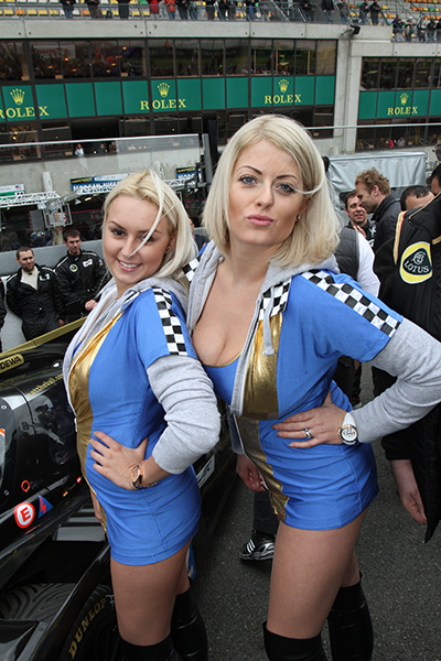 24-HEURES-DU-MANS-2013-GRID-GIRLS-TEAM-PRAGA-LOTUS-Photo-Gilles-VITRY-autonewsinfo.