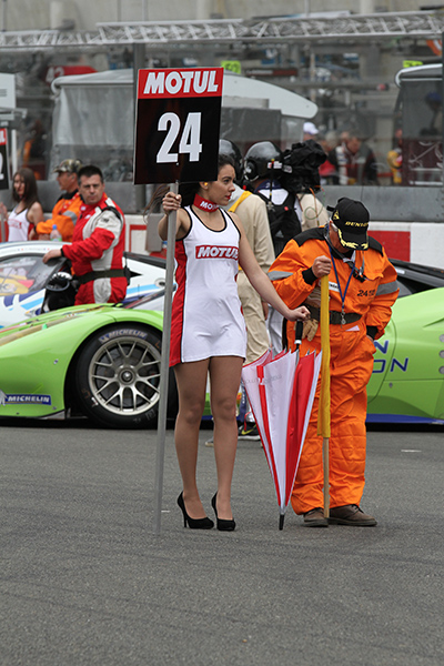 24-HEURES-DU-MANS-2013-GRID-GIRLS-de-MOTUL-Photo-Gilles-VITRY-autonewsinfo