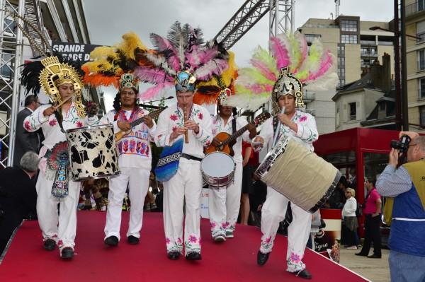 24-HEURES-DU-MANS-2013-Photo-Max-MALKA-ORCHESTRE-a-la-ParadeSouvenir.