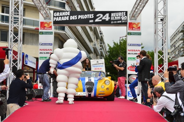24-HEURES-DU-MANS-2013-Photo-Max-MALKA-PARADE-des-pilotes-presentation-MICHELIN-Souvenir
